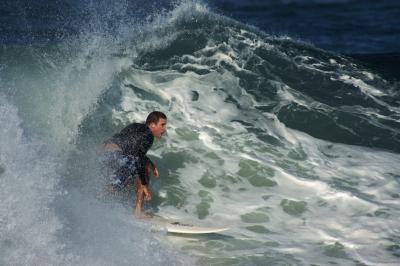 exostosis por exposición a aguas frías y por eso se ha denominado oído del nadador, del surfista o del submarinista. ORL Sendagrup en Donostia - San Sebastián